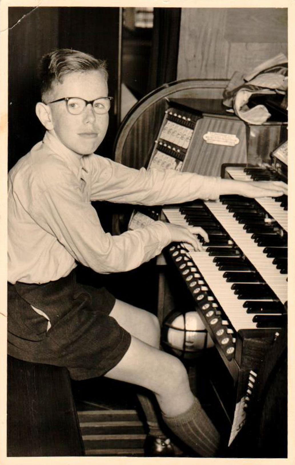 louis van dijk achter het orgel prinsessekerk 1955